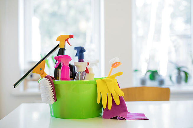 iStock-844027922-spring_cleaning_supplies